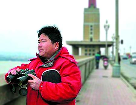 """南京""""大桥守望者""""来汕寻找""""关先生"""""""