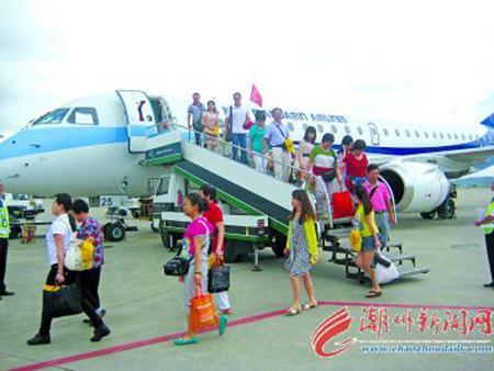 台湾航班首次抵达潮汕机场单程空中飞行时间仅1个小时