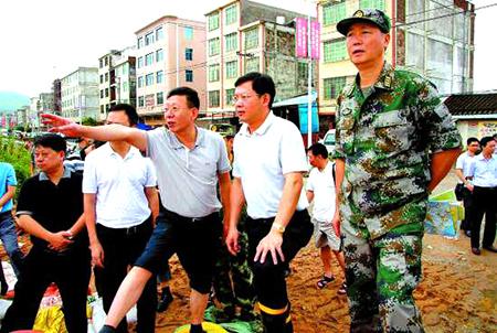 汕头:救灾!陈茂辉第一时间作指示郑人豪赴前线指导工作