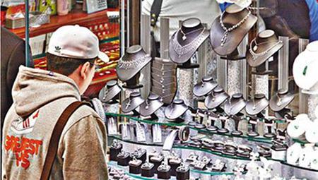香港零售业销售额连续4个月下跌珠宝业受重灾